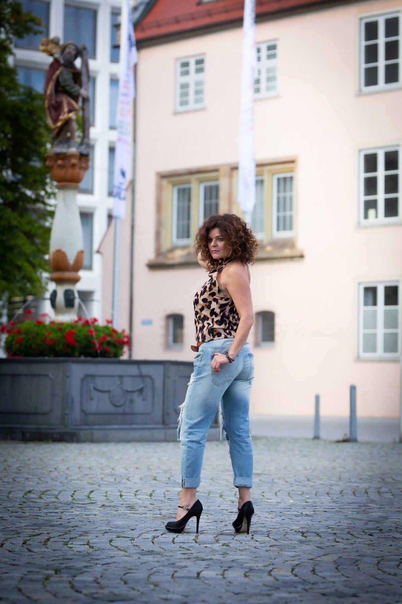 Kamila am Brunnen
